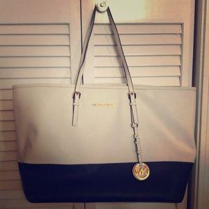 Large Michael kors bag, excellent condition